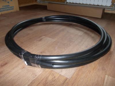 Полиэтиленовая труба для подключения к насосу.