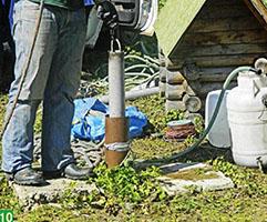 После броска достаем инструмент и чистим от грязи, заодно проверяем скорость его наполнения.