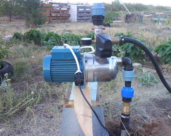 Поверхностные агрегаты позволяют поднимать воду с глубины не более 9 метров.