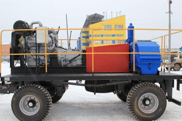 При помощи насосно-силового блока можно быстро вычистить заиленную скважину.