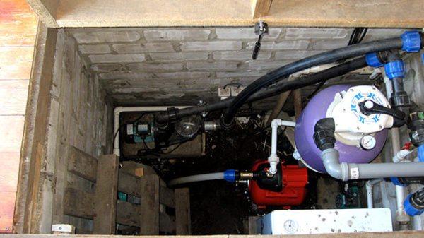 Расположить скважину внутри дома - довольно неоднозначное решение.