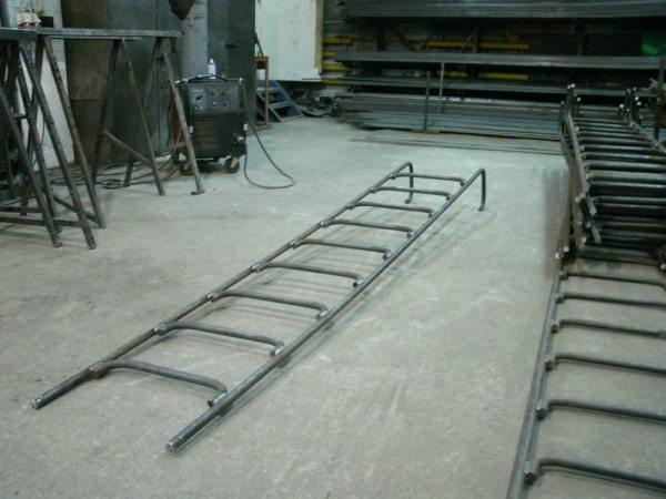 Сварные металлические стремянки для канализационных колодцев